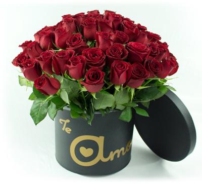 Bouquet redondo con rosas rojas