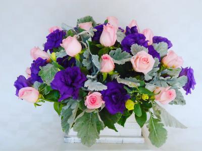Arreglo floral rosas y liceanthus