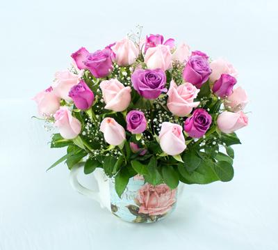 Taza vintage con rosas purpura
