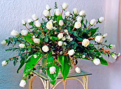 Arreglo funebre con rosas