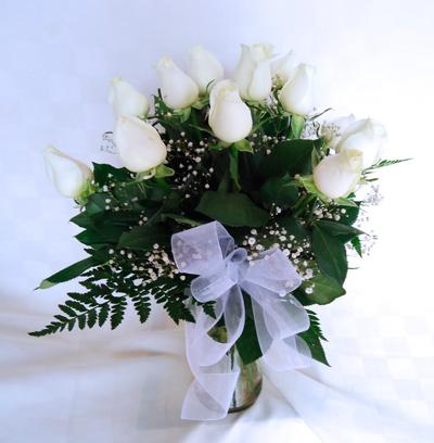 Florero transparente  con rosas