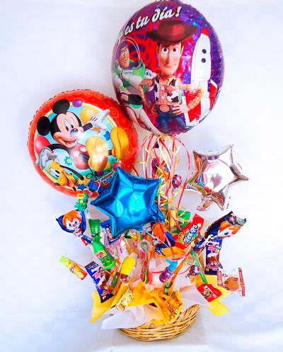 Canasta de globos y dulces
