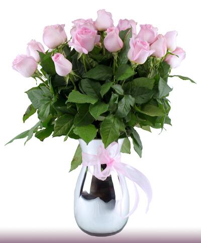 JarrÓn de vidrio con rosas rosas