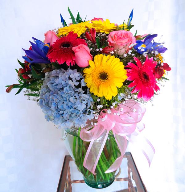 Tibor de cristal con flores primavera