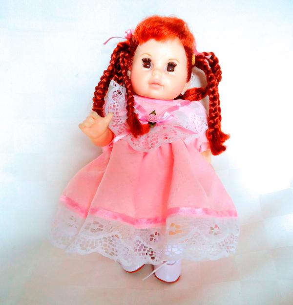 Muñeca peliroja vestido rosa
