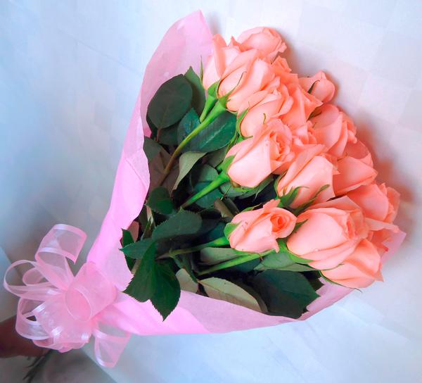 Ramo de rosas en color salmon