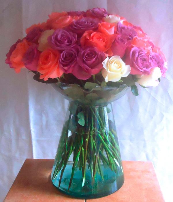 Bouquet en base de cristal con rosas primavera