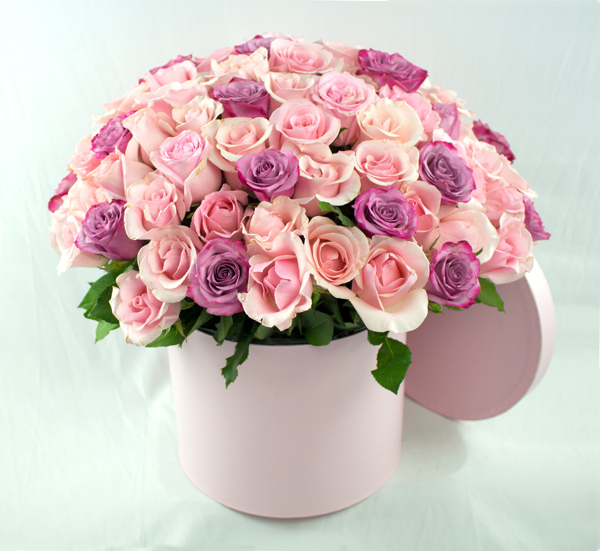 Bouquete redondo de rosas bombón y lilas