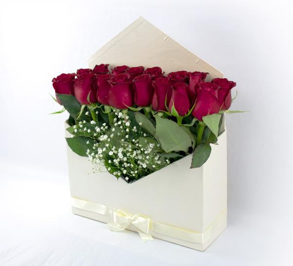 Sobre Blanco de Rosas Rojas
