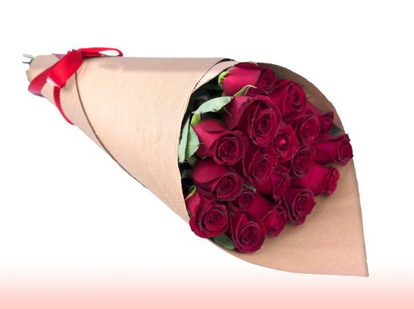 cono de rosas rojas